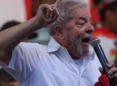 Acuado Lula parte para o ataque